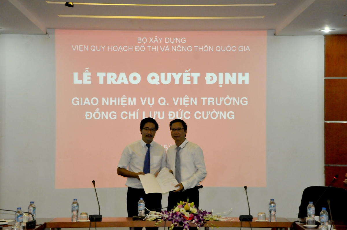 Ceremony to hand over the decision to the Acting Director of Vietnam Institute of Architecture, Urban and Rural Planning (VIUP)